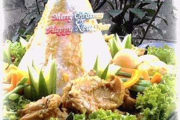 Tumpeng Begana    Ayam Bumbu Begana, Kentang Kukus, Wortel & Buncis Rebus, Telor Bumbu Kuning, Kering Kentang / Kentang Mustofa, Sambal Terasi