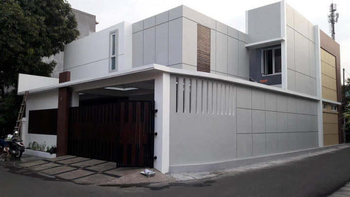 Mr. Deno House