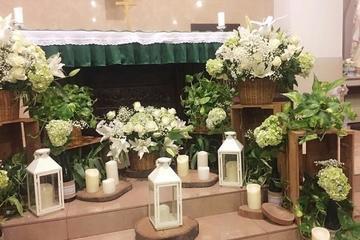 dekorasi: dekorasi altar pernikahan gereja