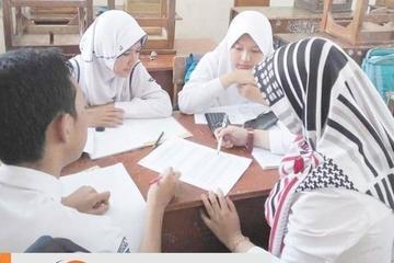 Belajar berkelompok, Pengajar fisika fleksibel, cantik, kece, dan friendly