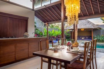 meja makan, meja pantry dan gazebo