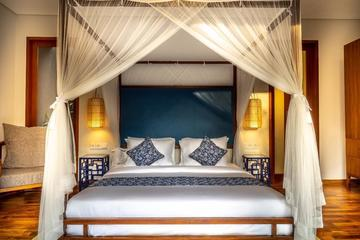 tempat tidur dan lantai kayu