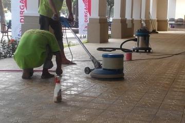 cuci dan poles lantai
