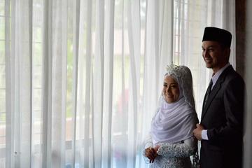 Foto post-wedding Yogi dan Rahmi di Masjid Baiturrahman, Parik Putuih, Bukittinggi, Sumatera Barat (4/1/19).