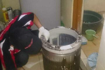 Proses cleaning mesin cuci