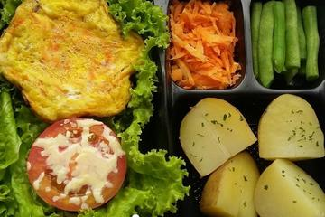 Frittata and Baked Tomato