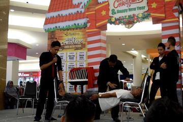 Salah satu show hipnotis saya di Royal Plaza Mall