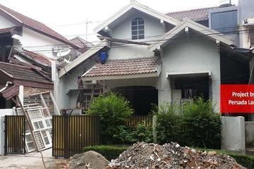 Pengerjaan renovasi rumah tinggal tampak muka