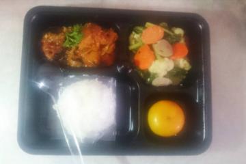Menu Bunda: Nasi Putih, Capcay, Ayam Rica Rica dan Jeruk