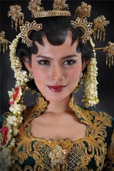 Purbosari Sinaga Fashion n Beauty