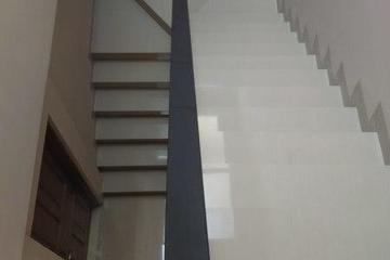 Hasil pekerjaan pemasangan granit tangga
