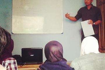 Foto Suasana Belajar dan Mengajar Dengan Siswa