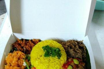 Nasi Kuning kotak kami untuk acara spesial anda