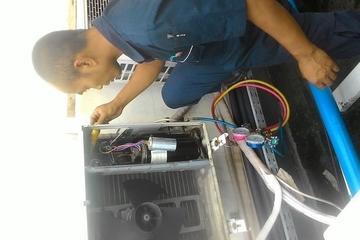 pengecekan compressor mati,kapasitor rusak/mati,diganti ok.