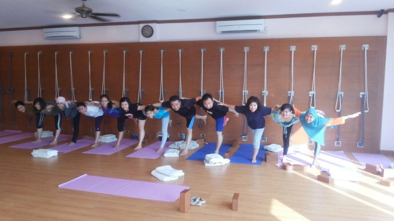 Yoga merry