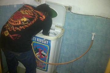 setelah kelar di service mesin cuci siap untuk di tes dan di coba hingga benar-benar normal kembali