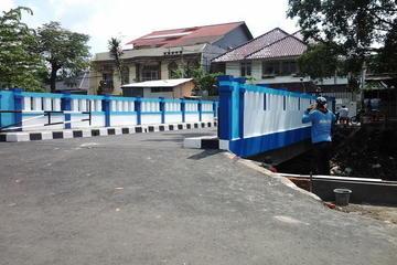Jembatan penghubung Jl. Banguanan Barat dan Jl. Pratekan, Rawamangun