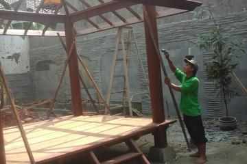 proses pembuatan gazebo kayu kelapa