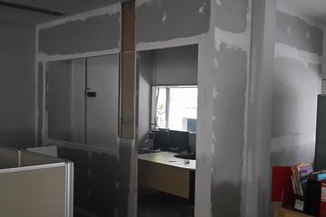 Pembuatan partisi ruang kantor