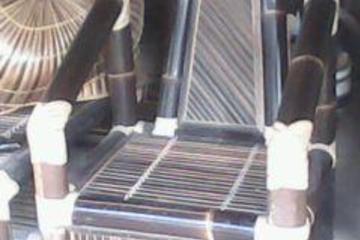 kursi yang terbuat dari bambu
