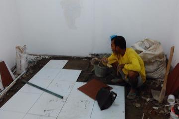 pengadaan dan pemasangan kramik moshola HONDA WAHANNA condet jakarta timur