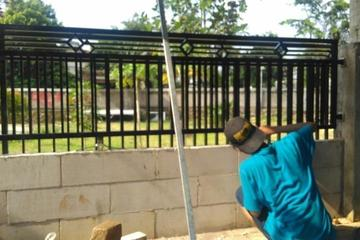 Pembuatan dan pemasangan pagar