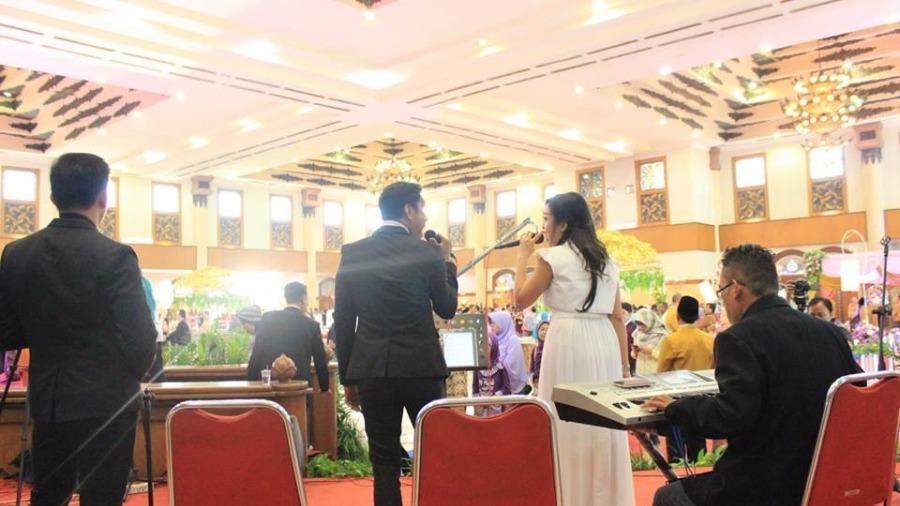 Jasa Perencanaan acara di surabaya ( Sewa Sound & Lighting System,Jasa Electone,Akustik Band,Sewa Lampion,Sewa LED etc)