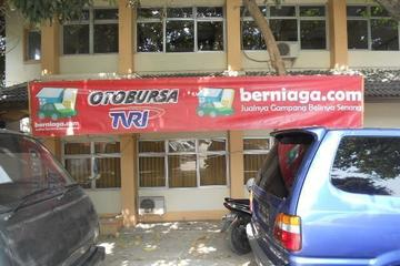 Kegiatan di Pasar Mobil Jawa Timur