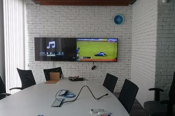 TV ukuran 55 inch 2 unit untuk video conference